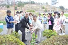 記念式典:植樹